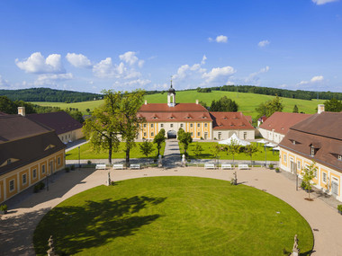 View of the castle grounds at Rammenau Baroque Castle